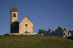 Kerk van Sankt Jacob in Val di Funes Stock Foto