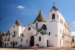 Kerk van Sant ` Antonio da Padova, Alberobello, Italië Alberobello Apulia Italië stock afbeeldingen