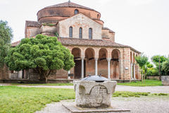 Kerk van Santa Fosca op Torcello-eiland Stock Afbeeldingen