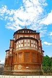Kerk van Santa Maria delle Grazie onder blauwe hemel in Milaan, Italië Stock Foto's