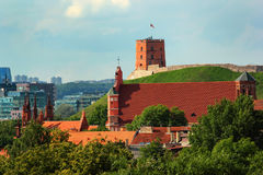 Kerk van St Anne en Gediminas-Toren in Vilnius, Litouwen stock fotografie