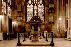 Kerk van St John Baptist Font B royalty-vrije stock afbeeldingen