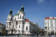 Kerk van St. Nicholas in oud stadsvierkant, Praag, Tsjechische Republiek Stock Foto