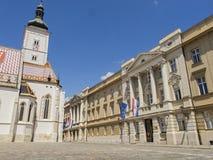 Kerk van St Teken en Kroatisch Parlementsgebouw Stock Afbeeldingen
