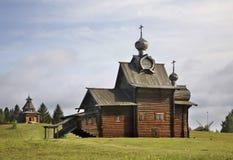 Kerk van Transfiguratie en watchtower in Khokhlovka Permanentkrai, Rusland stock afbeelding