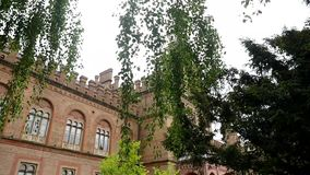 Kerk van woonplaats van Bukovinian en Dalmatische Metropolitans, nu deel van Chernivtsi-Universiteit Yuriy Fedkovych stock footage
