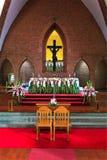 Kerk voor huwelijk infront van Jesus Stock Foto