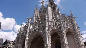 Kerk voorbuitenkant in Rouen, Normandië Frankrijk, PAN stock videobeelden