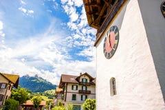 Kerk in Zwitsers dorp Stock Afbeeldingen