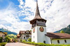 Kerk in Zwitsers dorp Royalty-vrije Stock Foto