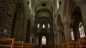 Kerkbinnenland in Broglie, Normandië Frankrijk, PAN stock video