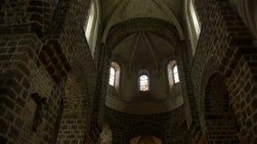 Kerkbinnenland in Broglie, Normandië Frankrijk, PAN stock footage