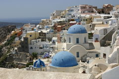 Kerken in Oia, Santorini stock foto