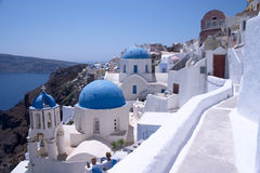 Kerken in Oia, Santorini stock afbeeldingen
