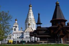 Kerken in Wit-Rusland Svyatotroitskytempel stock afbeelding