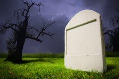 Kerkhof bij de nacht van Halloween Royalty-vrije Stock Foto