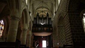 Kerkorgaan en binnenland in Broglie, Normandië Frankrijk, SCHUINE STAND stock video