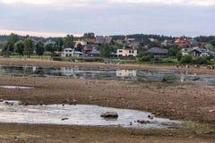Kerkruïnes op het St Meinard eiland Letland ikskile op rivier Daugava Foto in 26 augustus, 2017 wordt genomen die Stock Afbeelding