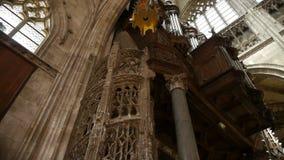 Kerktrap en binnenland in Rouen, Normandië Frankrijk, PAN stock footage