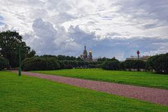 Kerkverlosser op Bloed en park in St. Petersburg, Rusland Stock Fotografie