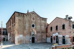 Kerkvoorgevel in Venetië Stock Afbeeldingen
