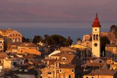 Kerkyra镇在日落的科孚岛 免版税库存图片