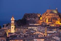 Kerkyra镇在科孚岛在夜之前 免版税库存图片