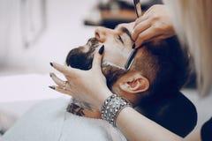 Kerl in den barbercos Lizenzfreie Stockfotografie