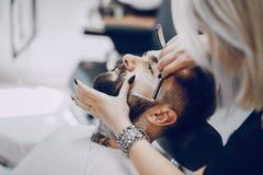 Kerl in den barbercos Lizenzfreie Stockbilder