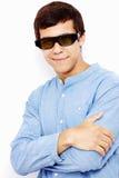Kerl in den Gläsern 3D mit den gekreuzten Armen Lizenzfreies Stockbild