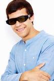 Kerl in den Gläsern 3D mit den gekreuzten Armen Stockfotos