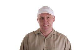Kerl im Brown-Hemd und in der weißen Schutzkappe Lizenzfreie Stockfotos