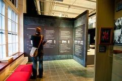 Kerl im Museum Lizenzfreies Stockbild