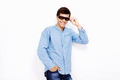 Kerl mit Gläsern Fernsehen3d Lizenzfreies Stockfoto