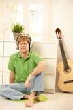 Kerl mit Kopfhörern Lizenzfreie Stockfotografie