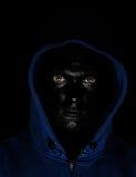 Kerl mit schwarzem gemaltem Gesicht Lizenzfreie Stockfotografie