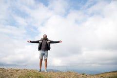 Kerl oder bärtiger Mann am kühlen Wetter Stockfoto
