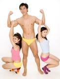Kerl und zwei Mädchen Stockbilder