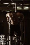 Kerltraining in der Gymnastik lizenzfreies stockbild