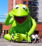 KERMIT die Frosch-Hin- und Herbewegung Stockfotografie