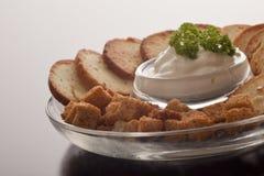 Kernachtige croutons en een smakelijke onderdompeling Stock Afbeelding