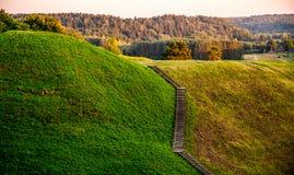 Kernave kulle, Litauen royaltyfri fotografi
