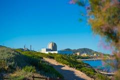 Kernenergieinstallatie door het overzees in Vandellos, Tarragona, Spanje Stock Afbeeldingen