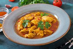 Kerrie met kip en uien Indisch voedsel Aziatische keuken stock afbeelding