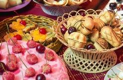 Kersenpastei, suikerkoekjes en brownies Royalty-vrije Stock Foto