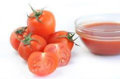 Kersentomaten en tomaat sause, deeg royalty-vrije stock afbeeldingen