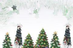 Kerstbomen en Klatergoud Stock Foto
