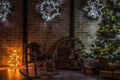 Kerstbomen in huis Stock Afbeeldingen