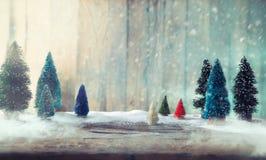 Kerstbomen op hout Stock Fotografie