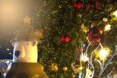 Kerstbomendecoratie bij Kerstmis en Nieuwjaarviering Royalty-vrije Stock Afbeelding